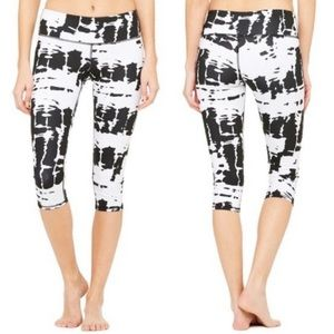 ALO || Black and White Airbrush Cropped Leggings